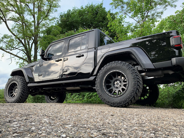 2020 Jeep Gladiator, 3.5in. Rough country lift, 20x10 Method Racing wheels with 37x12.50x20 Nitto Trail Grapplers