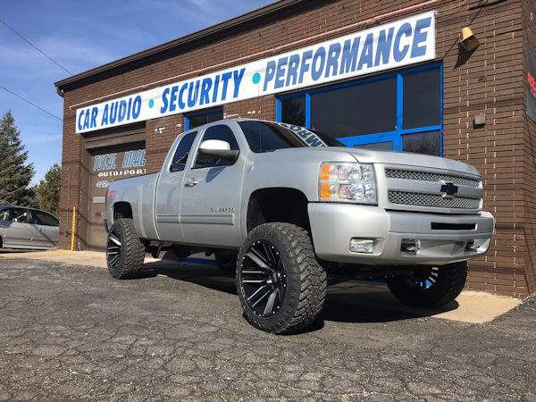 2011 Chevy Silverado 1500 with 6.5 inch Zone Offroad lift kit and 22x12 Moto Metal Razor wheels with 35x12.50x22 Atturo Trail Blade MT tires