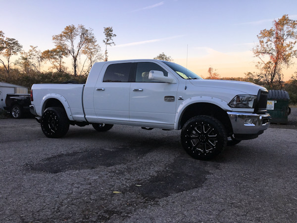 Ram 2500with 22x12 Gear Alloy Big Block wheels and 33 inch Toyo Open Country AT2 tires