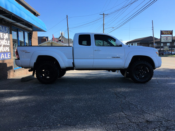 2013 Toyota Tacoma with ProComp Nitro lift and 265/70/17Cooper STT Pro tires